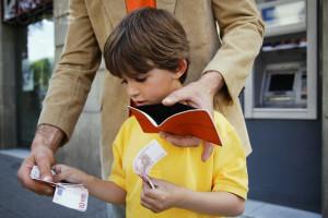 До скольки лет нужно выплачивать алименты ребенку