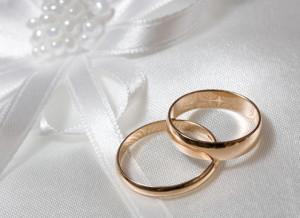 Процесс оформления развода в ЗАГСе, выдача обручальных колец