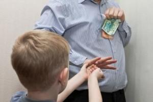 Отец не хочет платить алименты на ребенка