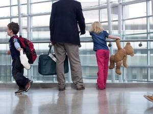 Выезд детей за границу в сопровождении отца