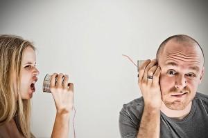 Жена разговаривает с мужем о разводе